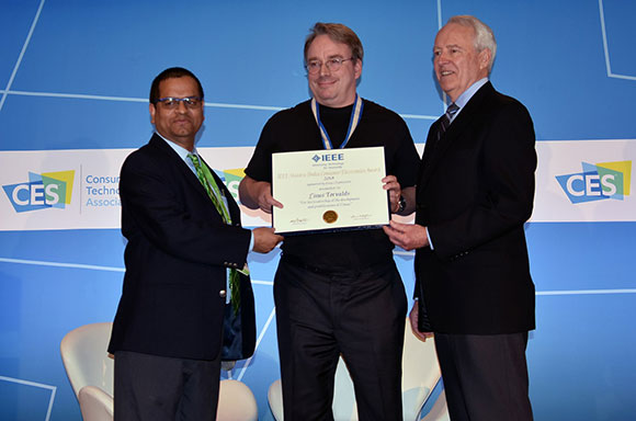 ICCE 2018 Conference Chair and EiC Consumer Electronics Magazine Saraju Mohanty, and IEEE President James A. Jefferies Conferring Ibuka Award to Linus Torvalds.